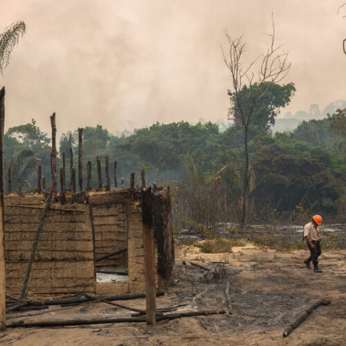 Survey says that indigenous territories don't concentrate fire hotspots, denying Bolsonaro's claims